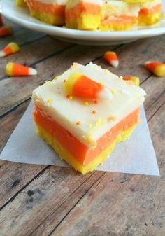 This Halloween, when you start craving candy corn, make this Candy Corn Fudge recipe instead. It's everything you love about candy corn, but tastes great! Candy Corn Fudge Recipe, Fudge Recipes, Candy Recipes, Holiday Recipes, Dessert Recipes, Veg Recipes, Holiday Treats, Fall Recipes, Holiday Fun