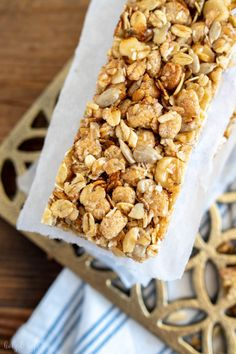 Recipes Snacks Salty Homemade granola bars crunchy and quickly made Wood & Yeast Easy Vanilla Cake Recipe, Easy Cake Recipes, Snack Recipes, Drink Recipes, Healthy Recipes, Vegan Granola, Chocolate Granola, Crunchy Granola, Homemade Muesli Bars