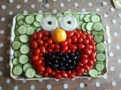 Made elmo treat for party evening playgroup / nursery., Made elmo treat for party evening playgroup / nursery. Veggie Platters, Veggie Tray, Healthy Treats, Healthy Kids, Birthday Treats, Happy Foods, Food Humor, Party Snacks, Cute Food