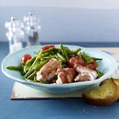 Bohnen-Tomaten-Salat mit gebratenen Ziegenkäsepäckchen Rezept | LECKER