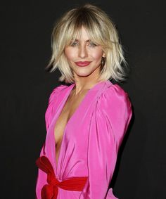 Julianne Hough looks amazing with this trendy, modern shag! Julianne Hough looks amazing with this trendy, modern shag! Julianne Hough looks amazing w Trending Haircuts, New Haircuts, Short Hairstyles For Women, Pretty Hairstyles, Meg Ryan Hairstyles, Shaggy Bob Hairstyles, Choppy Haircuts, Fast Hairstyles, School Hairstyles