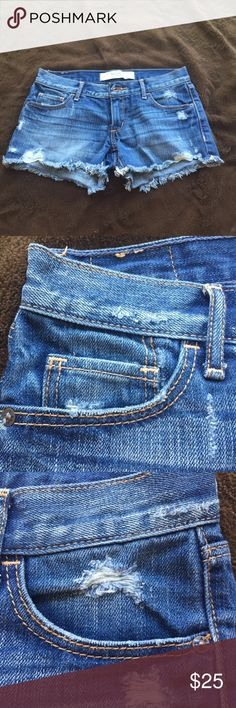 Abercrombie & Fitch Size 00 denim shorts Pre-Owned/Great condition/Basically brand new Women's jean shorts Abercrombie & Fitch Shorts Jean Shorts