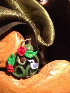 pendentif en fimo sur bille de verre (romantique,roses rouges, oiseau bleu) : Pendentif par aragande