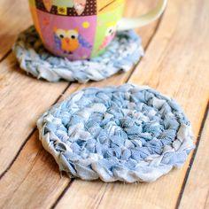 Fabric Crochet Coaster Pattern - great idea & good way to use up fabric scraps via fabric yarn! Crochet Fabric, Fabric Yarn, Crochet Crafts, Crochet Yarn, Fabric Scraps, Crochet Projects, Free Crochet, Sewing Projects, Simple Crochet