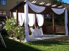 Courtyard wedding ceremony at the Doubletree by Hilton Sonoma Wine Country