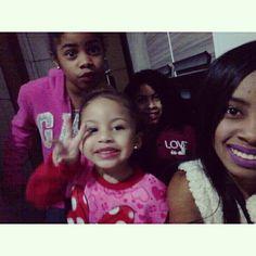 Ser tia é amar uma pessoinha que não é nossa, mais a quem pertencermos ���������� Minhas meninas ������ #tiademeninas #amocomforca #Lara #Lais #Laura http://misstagram.com/ipost/1563488883564336925/?code=BWyoNsbH9cd