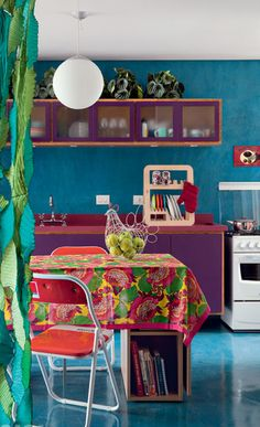 Bold colors in an eclectic retro kitchen