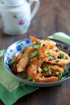 Salt & Pepper Shrimp - Chinese restaurant-style salt & pepper shrimp recipe. SO easy, yummy & budget friendly!!