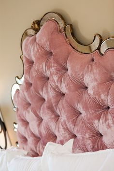 2016 Velvet Trend in Interior Design - 24 photos - MessageNote Pink Headboard, Velvet Headboard, Headboards For Beds, Tufted Bed, Dream Bedroom, Home Bedroom, Bedroom Decor, Velvet Furniture, Le Far West