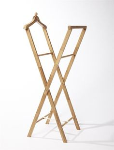 Liegestühle - New ideas Mens Valet Stand, Wood Projects, Woodworking Projects, Stall Display, Display Ideas, Beton Diy, Bois Diy, Dumb And Dumber, Industrial Design