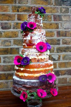 Naked cakes: if it's good enough for Hilary Duff, then that means it's *not* just for poor people. I actually kind of like the idea.