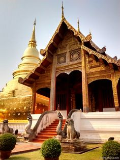 It's always a bit weird going to temples as an atheist. On the one hand, I can really appreciate and enjoy the beauty of the structures and art, but on the other hand I can't help feeling a bit perplexed by the whole thing...  #thailand #photos #travel  http://rawsafari.com/blog/wat-a-day-chiang-mai-thailand/