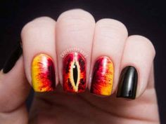 The Eye of Sauron ( Lord Of The Rings ). | 29 Examples Of Marvellously Geeky Nail Art