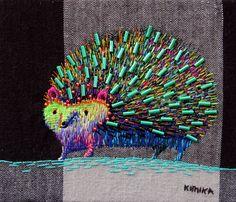 L'artiste japonaise Kimika Hara, établie à Kyoto, crée de magnifiques illustrations brodées. On y retrouve une imagerie parfois très japonaise, avec ses renards, scarabées et autres hérissons