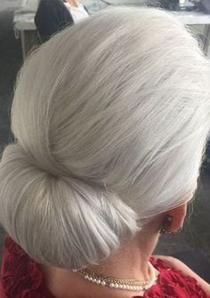 40 Stylish Long Hair Styles for Older Women low chignon for silver hair as my hair is very long I think I can get more volume with this style. Long Hair Older Women, Haircut For Older Women, Short Hairstyles For Women, Cool Hairstyles, Scene Hairstyles, Gorgeous Hairstyles, Latest Hairstyles, Stylish Older Women, Long Haircuts