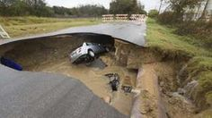 Image copyright                  AP                  Image caption                                      A passer-by helped another driver from the sinkhole, but were unable to reach the sheriff's vehicle                                An off-duty sheriff's deputy died when her car fell into a sinkhole in San Antonio, in the US state of Texas, officials