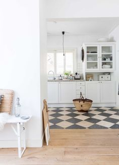 Semi-detached house in Nijmegen - White kitchen with a block pattern on the floor An all white kitchen with block pattern on the floo - Kitchen Floor Plans, Kitchen Tiles, Kitchen Flooring, Kitchen Floor Tile Patterns, Kitchen Layout, Kitchen Interior, Kitchen Decor, Parquet Tiles, Flooring Tiles