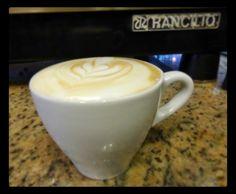 Un #MomentoAroma es deleitarse con una taza del mejor #Capuccino  mientras contemplas la lluvia.  #AromaDiCaffé #MomentosAroma #SaboresAroma #CoffeeLovers #CoffeeMoments #CoffeeTime