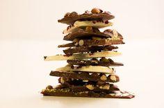Bruchschokolade selbstgemacht - Schokolade schmelzen und mit Leckereien verzieren. Einfach gemacht und super als Weihnachtsmitbringsel
