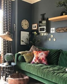 21 Ideas Living Room Red Green Velvet Sofa For 2019 Living Room Red, Living Room Sofa, Home And Living, Living Room Decor, Living Area, Deco Cool, Green Velvet Sofa, Green Couches, Green Rooms