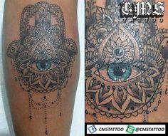 CMS Tattoo 2017 (Soraia) Hamsa cheia de detalhes da Soraia Almeida que foi forte do começo ao fim e garantiu uma tatuagem de qualidade e bem feita 👏👏👏 Estou muito satisfeito com o resultado!!! http://www.cmstattoo.wixsite.com/cmstattoo 💉👍👊 Hamsa tattoo by Cícero Martins @cmstattoo #tatuagembrasil #tattoo #tattooart #tatouage #tattoonapanturrilha #tatuagemfeminina #tattoostyle #tattoodraw #tattoodesign #instalike #tattooing #hamsa #tattooartist #tatooarte #tatuagemnaperna #tatttoos