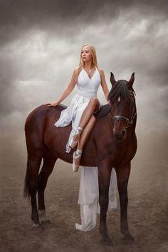 Horse Girl Photography, Photography Senior Pictures, Fantasy Photography, Equine Photography, Animal Photography, Photography Poses, Beautiful Arabian Horses, Most Beautiful Horses, Horse Photos