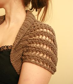 Ribbed Lace Bolero - free knitting pattern The shape of this is based on the Circular Shrug on Craftster. It's a simple but ingenious design. There is no complicated shaping (it's really just a big rectangle) and it's easily customized. Shrug Knitting Pattern, Knit Shrug, Lace Knitting, Crochet Shawl, Knitting Patterns Free, Knit Patterns, Knit Crochet, Free Pattern, Knooking