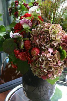 アイロニー ~Jardin du I& Photo Gallery Red Rose Arrangements, Summer Flower Arrangements, Funeral Flower Arrangements, Christmas Arrangements, Funeral Flowers, Flower Vases, Beautiful Bouquet Of Flowers, All Flowers, Green Flowers