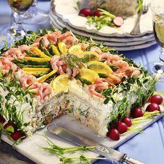 Inspirerade av vårens spirande och skira grönska bjuder vi på en vårlig smörgåstårta med ärtskott, solrosskott, rädisor, gurka, dill och sparris…