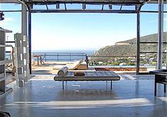 12 On Llandudno est un sublime loft orienté plein nord (notre Sud) qui offre une vue incroyable sur l'océan et la montagne. Il dispose d'une piscine de 14 mètre de long, idéal pour vous rafraîchir lors des chaudes journées d'été.