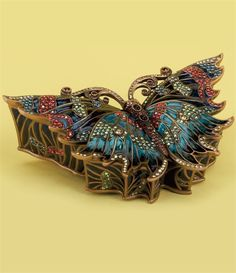 Edgar Berebi Lowest Price on the Edgar Berebi Allessandro Butterfly Box Objets Antiques, Pill Boxes, Hat Boxes, Antique Boxes, Pretty Box, Butterfly Jewelry, Treasure Boxes, Little Boxes, Casket