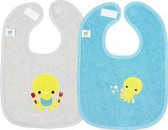 Etenstijd! Je hongerige baby zit al klaar met z'n Otto-slabbetje van Dreambee. Vandaag het blauwe, morgen het grijze.