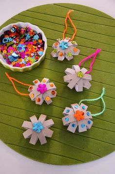 xmas crafts for kids; christmas ornaments for kids to make; Christmas Ornament Crafts, Christmas Crafts For Kids, Kids Christmas, Snowflake Ornaments, Xmas Crafts, Simple Christmas, Christmas Trees, Crafts To Sell, Diy And Crafts