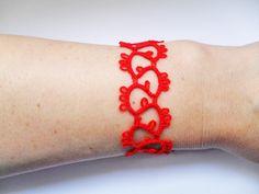 Bracelet dentelle rouge, bracelet dentelle frivolite, bracelet crochet, bracelet fait mains : Bracelet par carmentatting