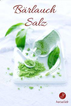 Bärlauch-Rezepte: Dieses Bärlauch-Salz Rezept von herzelieb ist ganz einfach nachzumachen.So konserviert man den Frühling. #rezept #bärlauch #frühling #wildgarlic