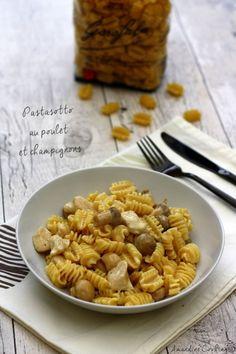 Voici une nouvelle recette pour cuisiner les pâtes, façon risotto. C'est une recette facile et savoureuse qui ne demande que peu de temps de préparation, seule la cuisson demande un peu de surveillance car il faut ajouter le bouillon louche par louche....
