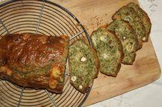 Pour ne rien jeter ou presque : Cake aux fanes de carottes, comté et noisettes