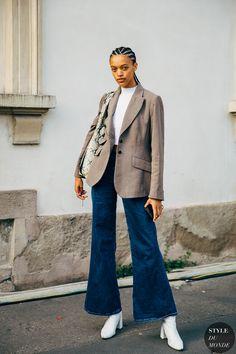 Street Look, Street Chic, Cool Street Fashion, Milan Fashion, Street Wear, Jean Outfits, Fall Outfits, Fashion Outfits, Flare Jeans Outfit