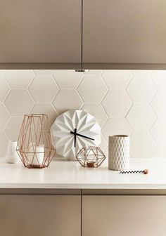 tiled splashbacks you shouldn't be afraid to use in 2019 Matte white hexagon tiles adds modern texture to this kitchen. Image sourceMatte white hexagon tiles adds modern texture to this kitchen. Geometric Tiles, Hexagon Tiles, Home Decor Kitchen, Interior Design Kitchen, Kitchen Lamps, Kitchen Paint, Diy Kitchen, Bathroom Interior, Kitchen Storage