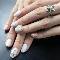 Don't spend all of your time looking for the best manicure for special occasions? Check out this ultimate easy holiday nail art designs guide now! Christmas Nail Art Designs, Holiday Nail Art, Winter Nail Art, Winter Nails, Xmas Nails, Christmas Nails, Snow Globe Nails, Nail Art Photos, Popular Nail Art