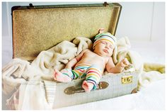 #rodzina #dziecko #bliskość #miłość #ciepło #dom #sesja_rodzinna #fotografia_dziecięca #sen #waliza #pakowanie #podróż #mały_podróżnik