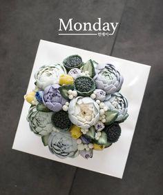 """좋아요 64개, 댓글 12개 - Instagram의 monday(@monday_dongtan)님: """"파란색 꽃을 꼭 넣고 싶다고 주문하셨습니다 원하는 완전 파란색꽃은 좀..... 식감상 권해드리고 싶지않아서..... 민트,연블루,연보라로 해서 푸르른톤으로 어렌지하였습니당~~…"""""""