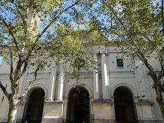 A Catedral Metropolitana de Montevidéu é um dos belos prédios localizados na Praça da Constituição.