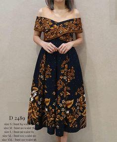 Open Po kerja Source by aepiyamat Model Dress Batik, Batik Dress, Batik Kebaya, Kebaya Dress, Long Dress Fashion, Fashion Dresses, Emo Dresses, Dress Outfits, Emo Outfits