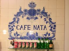 Azulejo português Café Nata Resto Paris, Petites Tables, Restaurant Paris, Paris Paris, Yum Yum, Restaurants, Home Decor, Sour Cream, Tiles