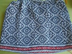 Lovely blue & white (links to site in Swedish) Knitting Ideas, Knitting Projects, Intarsia Patterns, Textiles, Fair Isle Knitting, Boho Shorts, Vests, Blue And White, Crochet