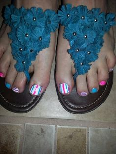 Cute summer toenail design.  Super easy with a thin nail art striping brush