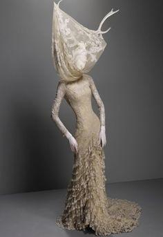 Synesthesia Garden - a weird art + style blog | » Blog Archive » Alexander McQueen: Savage Beauty