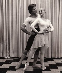 Patrick Swayze and his wife, Lisa Niemi, training together in New York Swayze was a member of the Joffrey Ballet. Shall We Dance, Lets Dance, Patrick Swayze Last Photo, Patrick Swayze Dancing, Patrick Swazey, Lisa Niemi, Patrick Wayne, Dance Art, Dance Pics