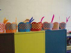 Knutselen met Sinterklaas: #DIY Pietenmuts vlechten Diy For Kids, Crafts For Kids, Arts And Crafts, Diy Crafts, St Nicholas Day, Saint Nicolas, Noel Christmas, Preschool Art, Infant Activities